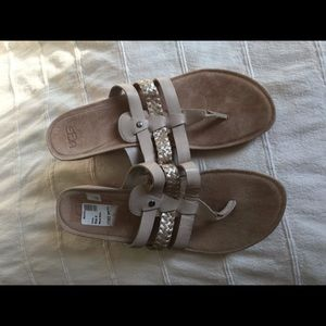 Ugg Tan sandals sz 9 like new